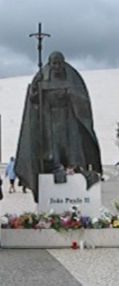Datei:Johannes Paul II., Statue in Fatima.jpg